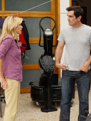 Modern Family: Yard Sale