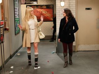 2 Broke Girls: And the Pre-Approved Credit Card