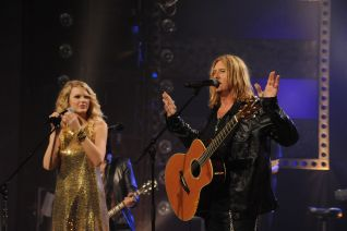 CMT Crossroads: Taylor Swift and Def Leppard
