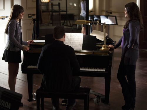 idina menzel pregnant on glee - photo #32