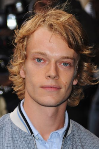 alfie allen biography movie highlights and photos