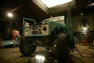 Monster garage ford bronco rock crawler 2003 for Garage ford denney 90