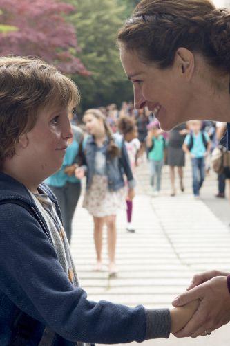 julia roberts biography movie highlights and photos
