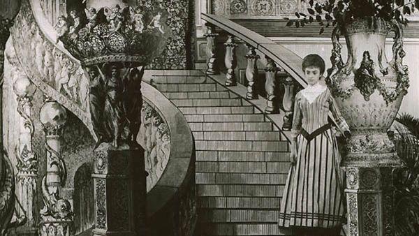 Una scenografia originale del film