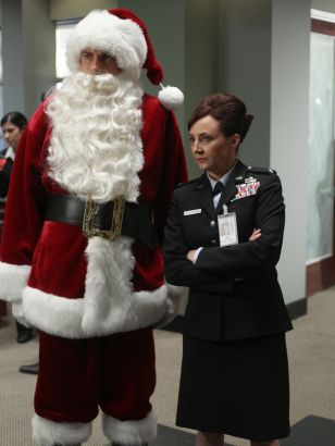 Chuck: Chuck Versus the Santa Suit