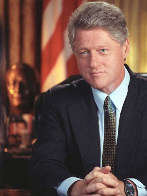 bill clinton a short biography What age was bill clinton when he became president and how old is he today.