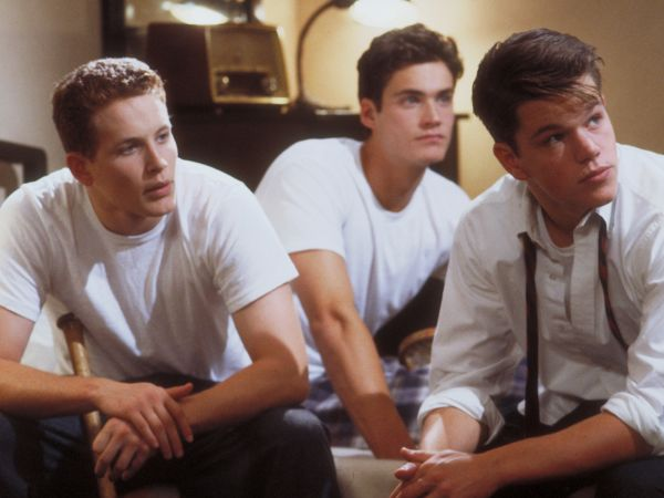 a review of school ties a 1992 movie by robert mandel School ties is a 1992 american sports-drama film directed by robert mandel and  starring  the film received positive reviews the film has a 68% rating on  rotten tomatoes based on 37 reviews roger ebert found it surprisingly  effective,.