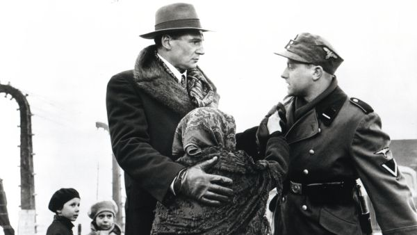 an overview of the movie schindlers list directed by steven spielberg Directed by steven spielberg with liam neeson, ralph fiennes, ben kingsley, caroline goodall in german-occupied poland during world war ii, oskar schindler gradually becomes concerned for his jewish workforce after witnessing their persecution by the nazi germans.