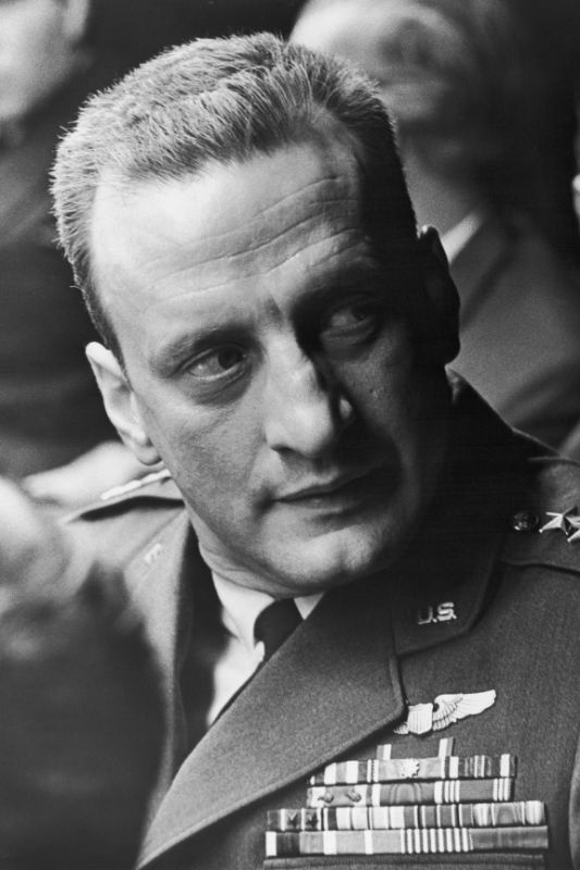a review of dr strangelove a movie by stanley kubrick Stanley kubrick was born in manhattan dr strangelove or: he wanted to make a film based on umberto eco's novel foucault's pendulum which appeared in 1988.