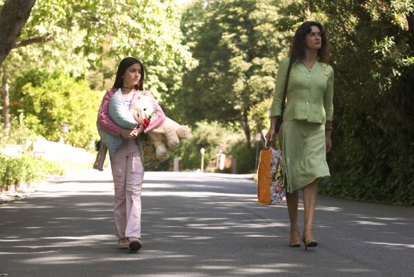 a review of spanglish a movie by james l brooks Spanglish is a 2004 comedic drama about the intermingled lives of a wealthy family, their maid and her daughter flor moreno (paz vega) is a mexican housekeeper who, despite not speaking english.