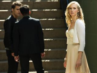 The Vampire Diaries: O Come, All Ye Faithful