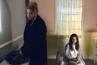 Pretty Little Liars: Blood Is the New Black