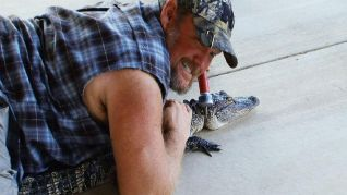 Only in America With Larry the Cable Guy: Larry Gits a Gator