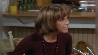 The Mary Tyler Moore Show: Cottage for Sale
