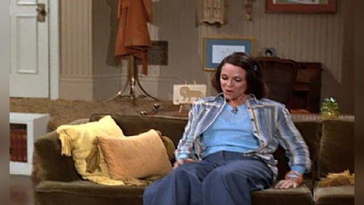 The Mary Tyler Moore Show: Love Blooms at Hempel's