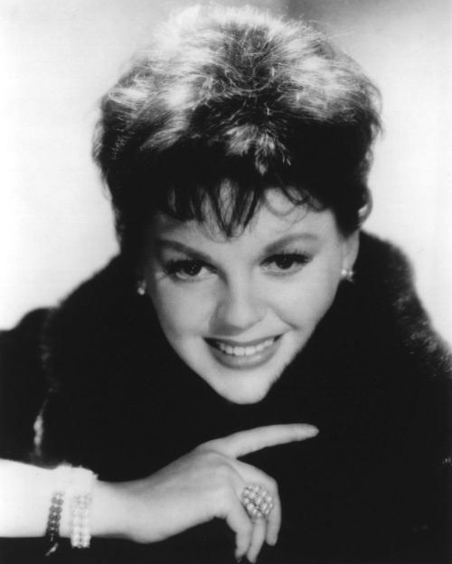a biography of judy garland an american actress and singer Collection of judy garland quotes occupation: actress, singer, vaudevillian bio: judy garland was an american actress, singer and vaudevillian described by fred astaire as the greatest entertainer who ever lived and renowned for her contralto voice.