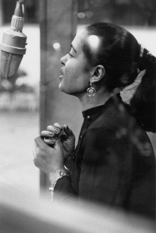 billie holiday biography Billie holiday, 1915-1959: the lady sang the blues download mp3 (right-click or option-click the link) i'm shirley griffith and i'm steve ember with the voa special english program, people in americaevery week we tell about a person important in the history of the united states.