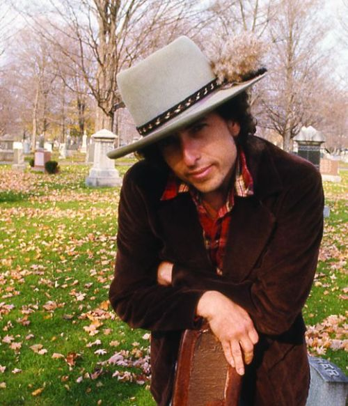 biography bob dylan Bob dylan was a folk singer was involved with the civil rights movement   accessed november 7, 2013   9283052.
