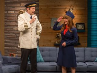 Comedy Bang! Bang!: Zach Galifianakis Wears a One-Armed Jacket