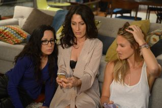 Girlfriends' Guide to Divorce: Rule No. 47: Always Take Advantage of