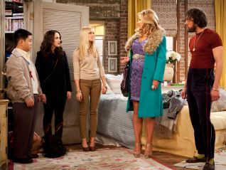 2 Broke Girls: And the Big Hole (2013)