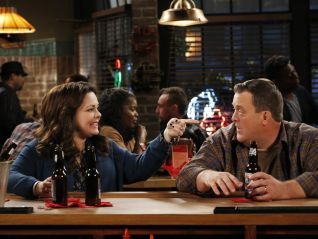 Mike & Molly: Joyce's Will Be Done