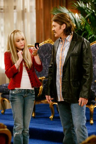 Hannah Montana : Grandma, Don't Let Your Babies Grow Up to Play Favorites