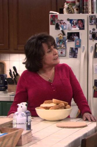 George Lopez : George Discovers Benny's Sili-Con Job