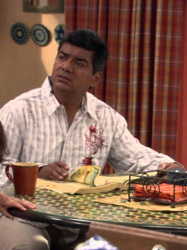 George Lopez : George's Mom Faces Hard Tambien