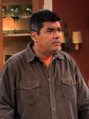 George Lopez : George's Grave Mistake Send Him to a Funeral, Holmes