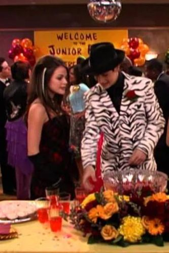 Wizards of Waverly Place : Pop Me and We Both Go Down