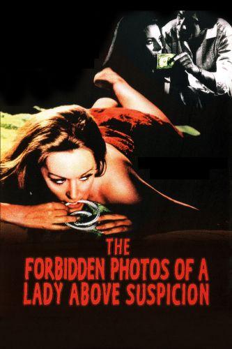 Le foto proibite di una signora per bene