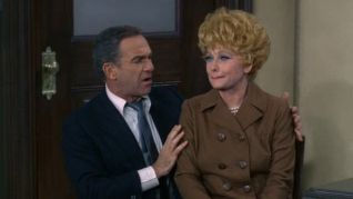 The Lucy Show: Lucy Sues Mooney