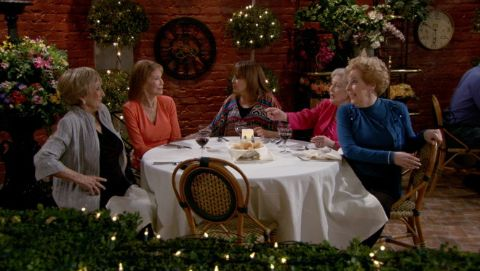 Hot in Cleveland : Love Is All Around