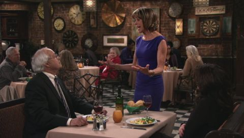Hot in Cleveland : People Feeding People