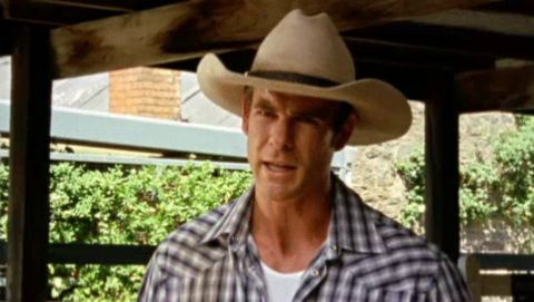 McLeod's Daughters : Scratch the Surface