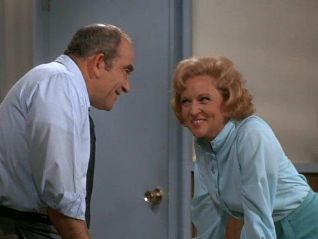 The Mary Tyler Moore Show: What Are Friends For?