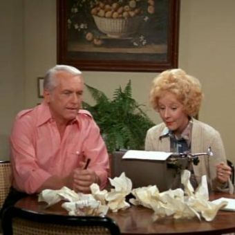 The Mary Tyler Moore Show : Murray Ghosts for Ted