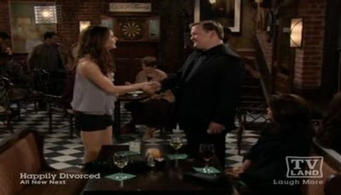 Hot in Cleveland : Claus, Tails & High-Pitched Males: Birthdates 3