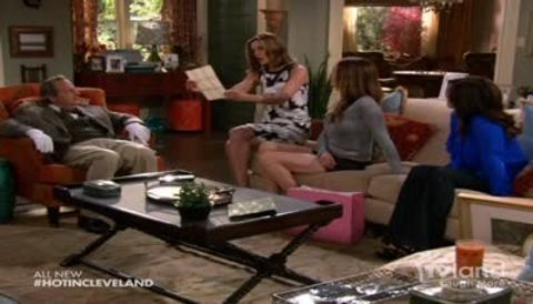Hot in Cleveland : What's Behind the Door?