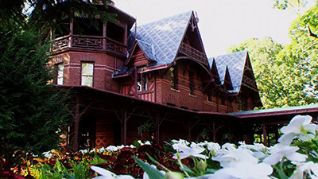 Ghost Hunters: Haunted Home for the Holidays