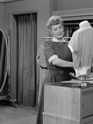 I Love Lucy: Lucy and Ethel Buy the Same Dress