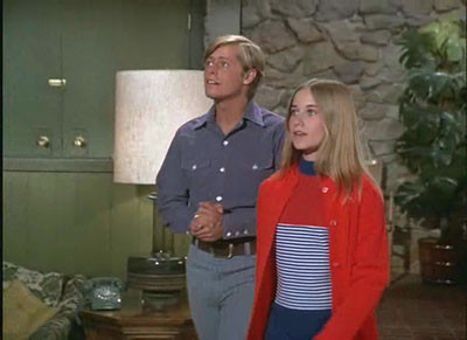 The Brady Bunch : My Sister, Benedict Arnold