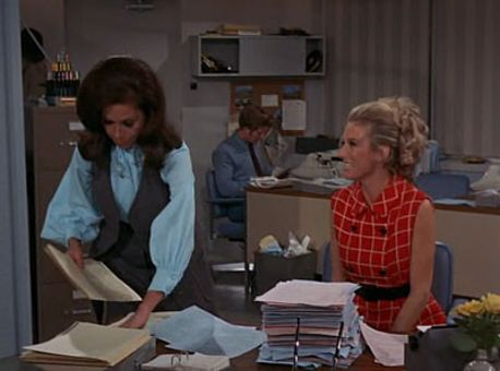 The Mary Tyler Moore Show : Assistant Wanted, Female
