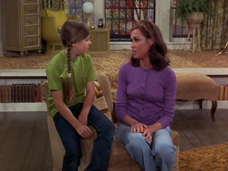 The Mary Tyler Moore Show : The Birds and...Um...Bees