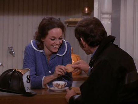 The Mary Tyler Moore Show : Where There's Smoke, There's Rhoda