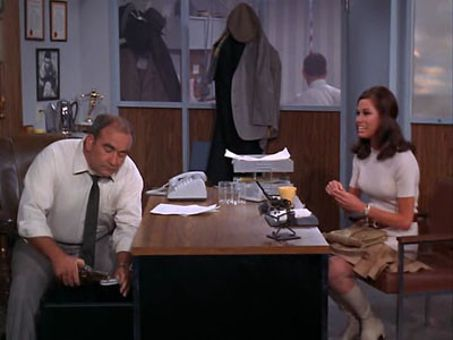 The Mary Tyler Moore Show : Love Is All Around