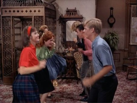 Petticoat Junction : Hooterville A-Go-Go