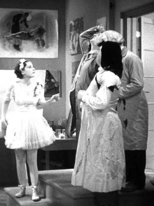 The Three Stooges : Pop Goes the Easel