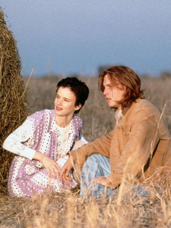 the theme of journey in the movie whats eating gilbert grape The grape family the movie utilized for this assignment was what's eating gilbert grape this movie explored the life of the grape family consisting of gilbert, ellen, arnie, bonnie and amy (hallström, blomquist, matalon, ohlsson, teper 1993.